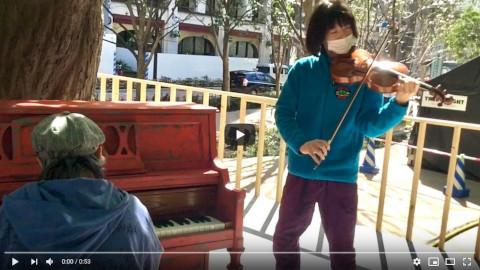 都庁おばちゃんのピアノ伴奏とバイオリンで『春の小川』